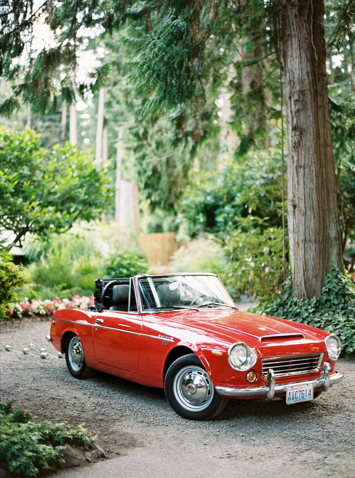 Vintage getaway car at an elegant Kiana Lodge wedding