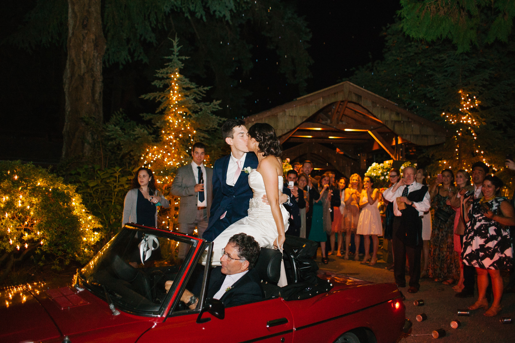 Candid moments at an elegant Kiana Lodge wedding captured by Anna Peters
