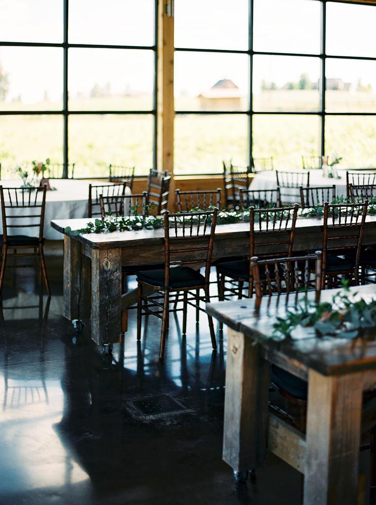Relaxed, stylish Trezzi Farm Wedding by Spokane Wedding Photographer Anna Peters