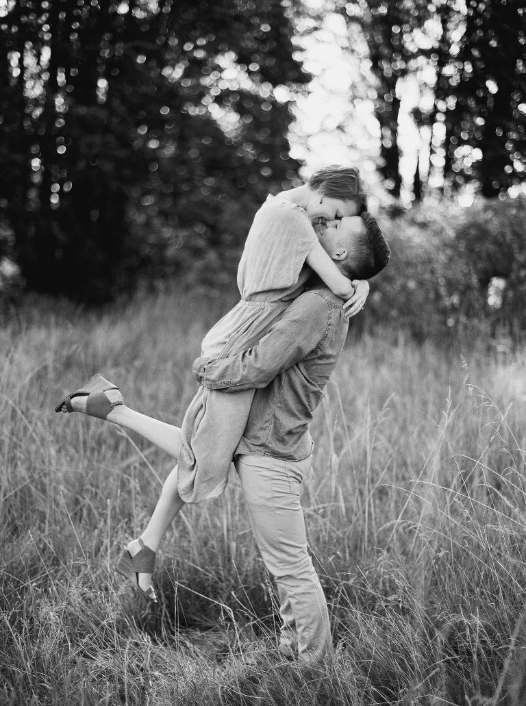 Stylish and Romantic Discovery Park Engagement Photos by Seattle Wedding Photographer Anna Peters