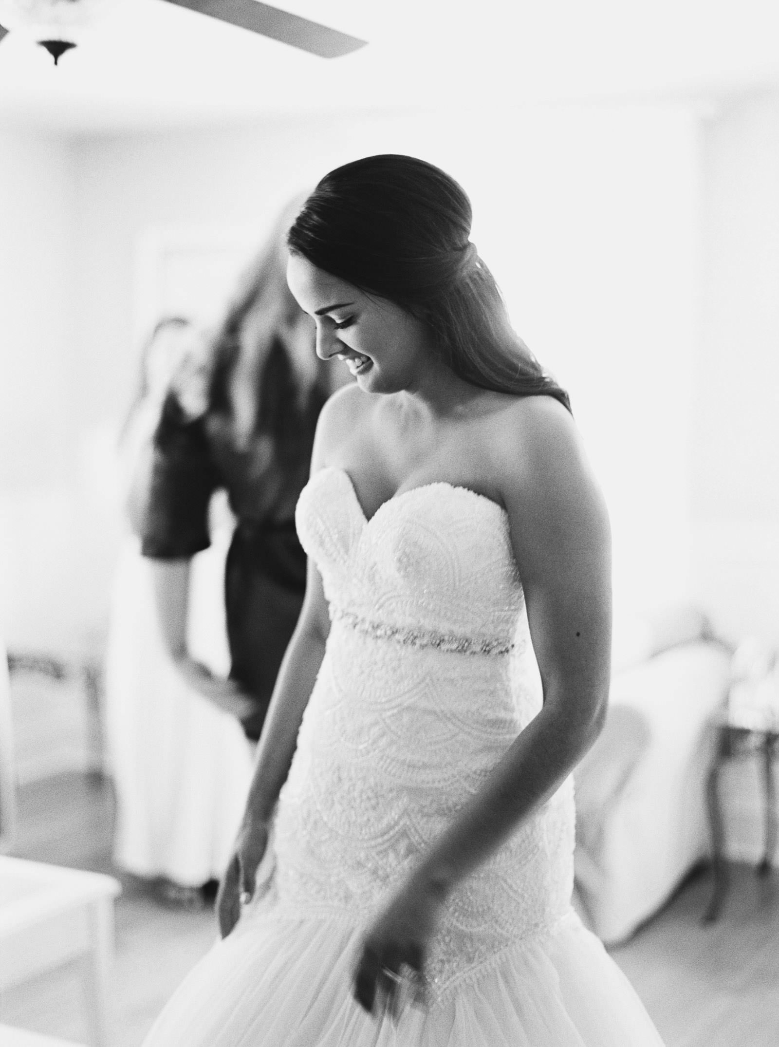 Getting ready at Kelley Farms Bridal Cottage | | Seattle Wedding Photographer Anna Peters