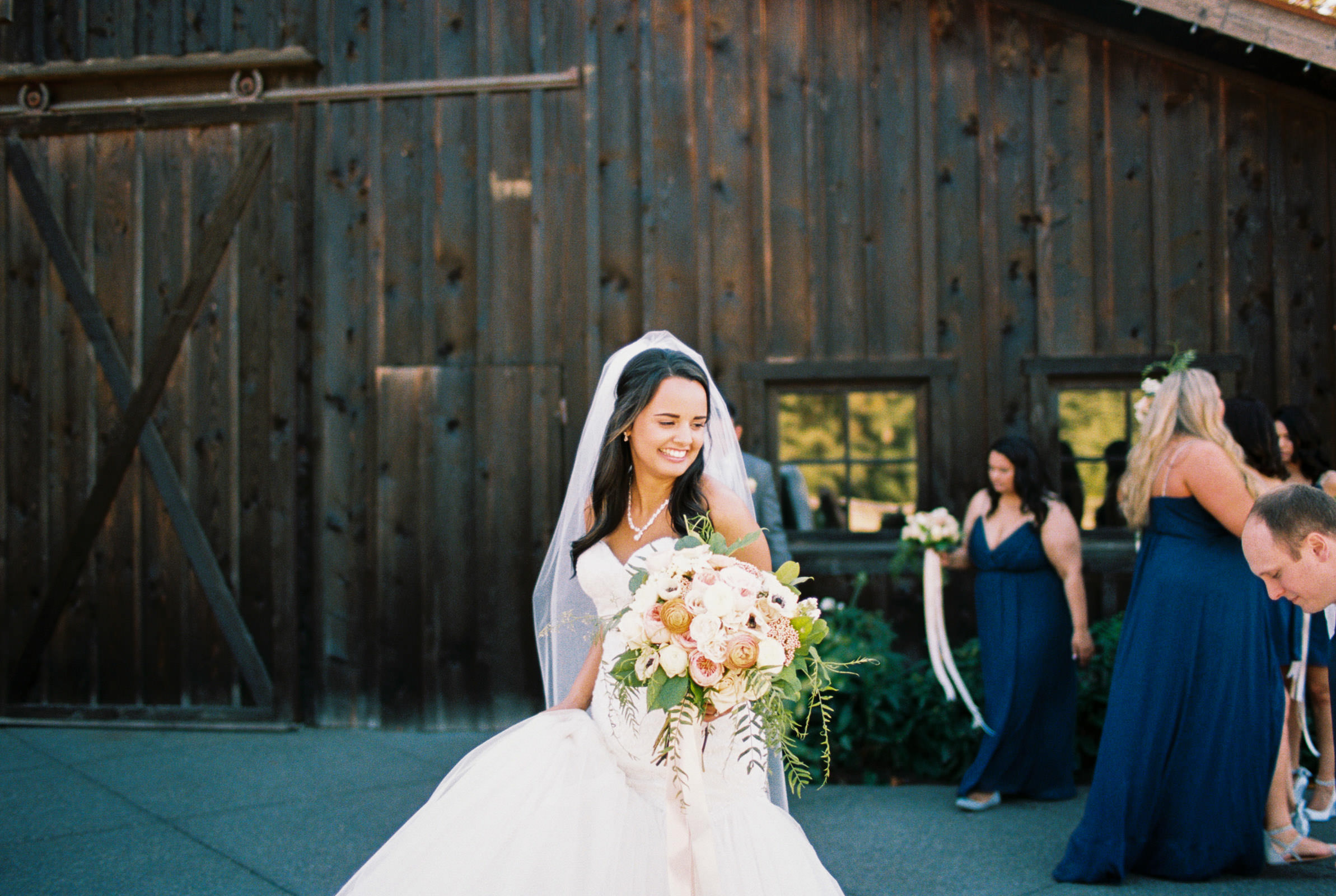 A romantic fall Kelley Farms Wedding | Seattle Wedding Photographer Anna Peters