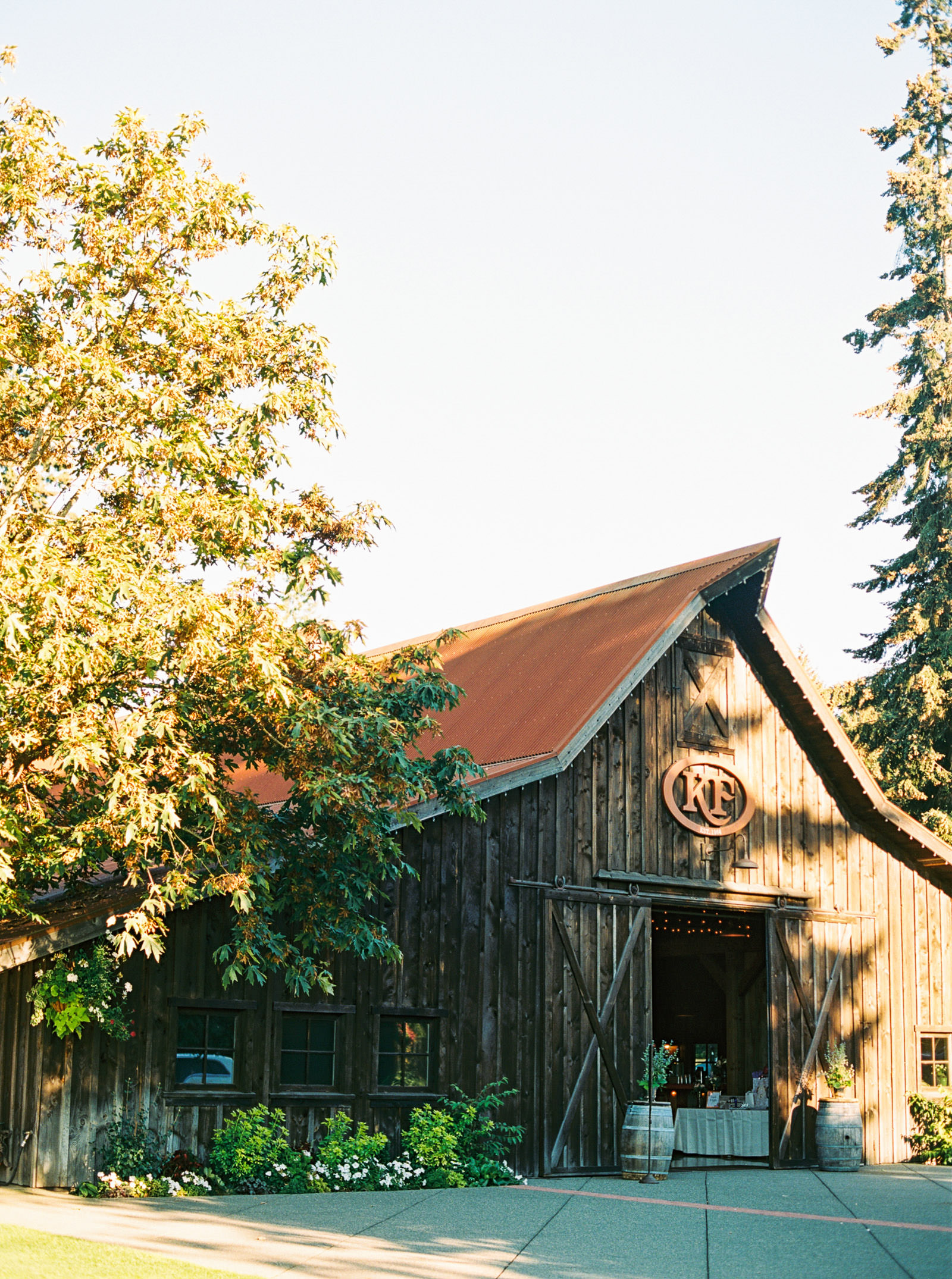 The Barn at Kelley Farms | Seattle Wedding Photographer Anna Peters