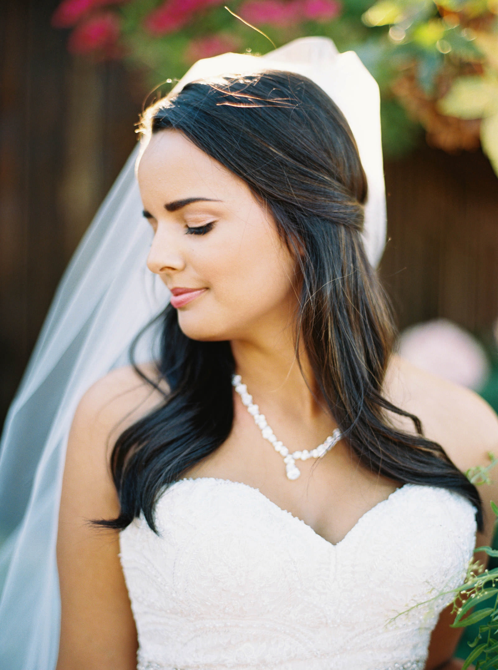 A gorgeous fall bride at Kelley Farms | Seattle Wedding Photographer Anna Peters