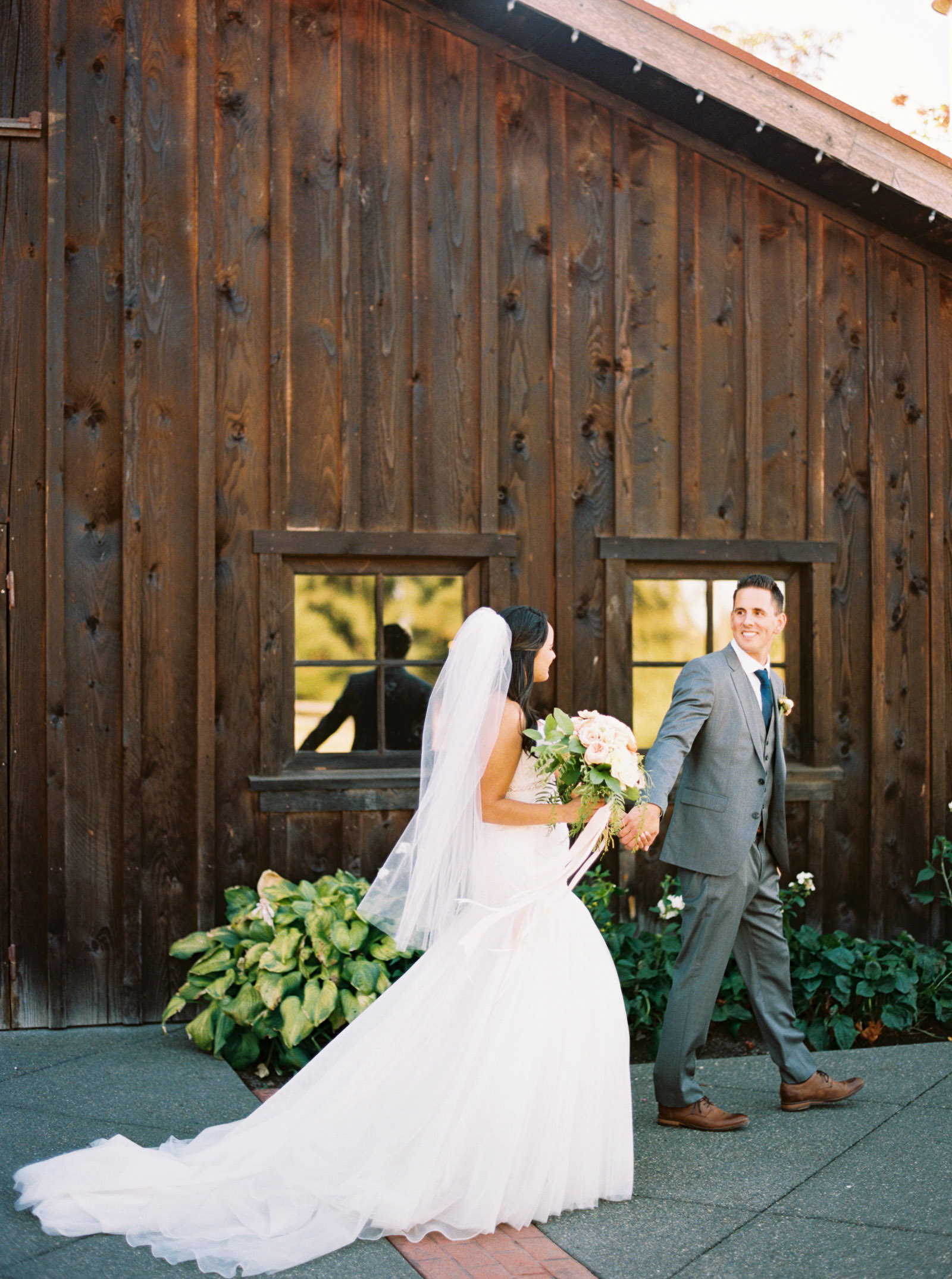 Elegant Bride and Groom portraits at a Fall Kelley Farms Wedding | Seattle Wedding Photographer Anna Peters