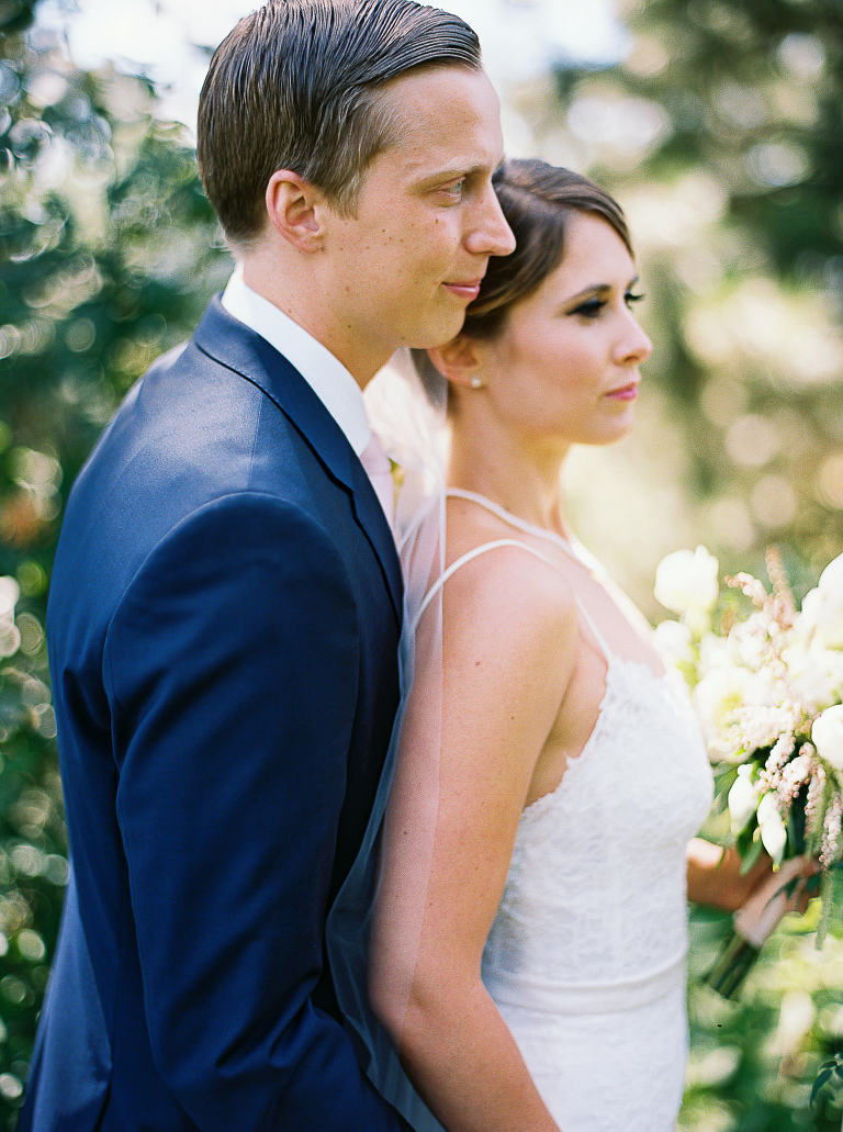5 Expert Tips to Look Amazing in Your Wedding and Engagement Photos