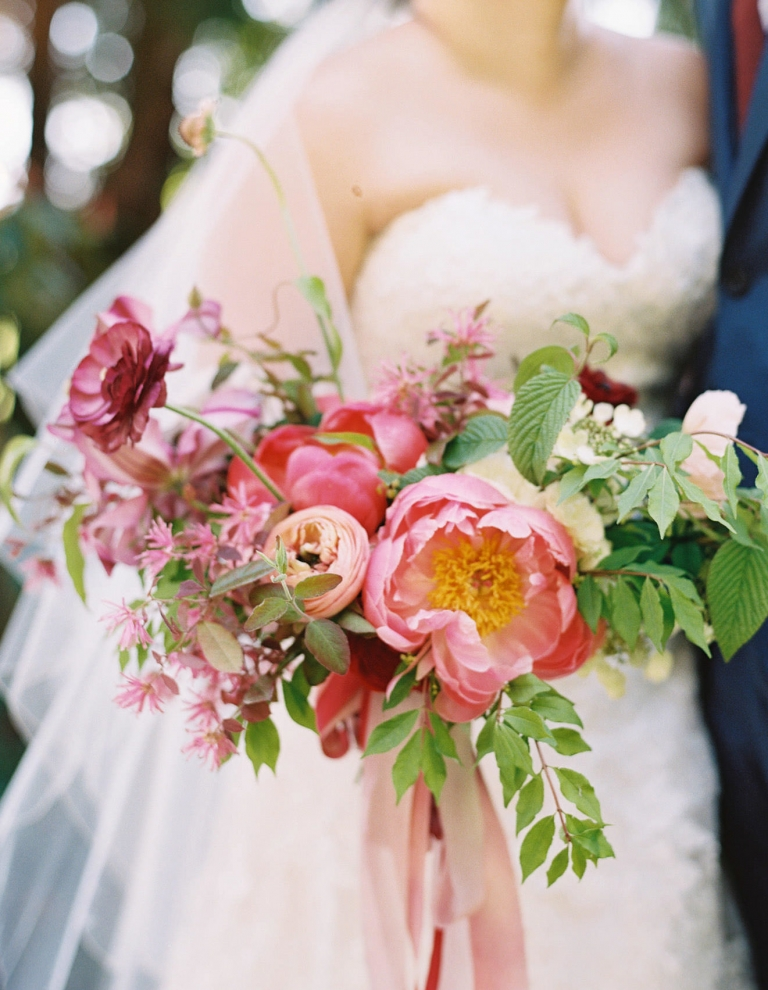 transform your wedding with flowers an interview with seattle wedding florist kelly sullivan. Black Bedroom Furniture Sets. Home Design Ideas