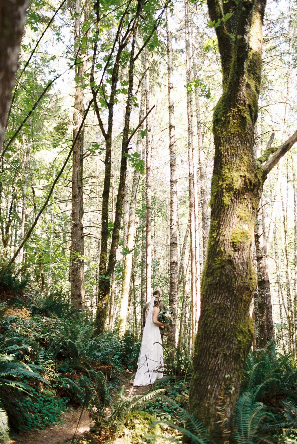 Wellspring Spa Wedding at Mt. Rainier by Seattle Wedding Photographer Anna Peters