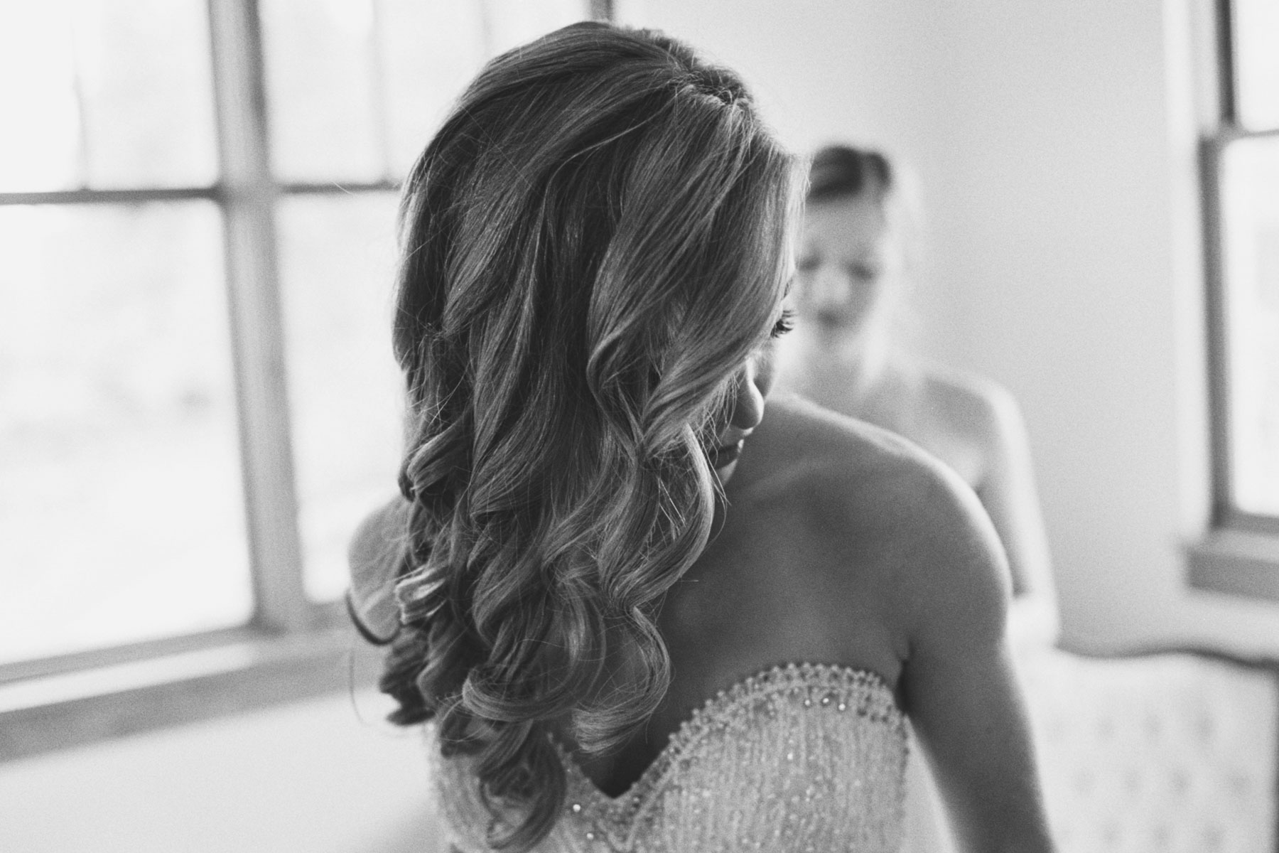 Stylish bride getting ready for a Spokane Wedding at Arbor Crest Winery