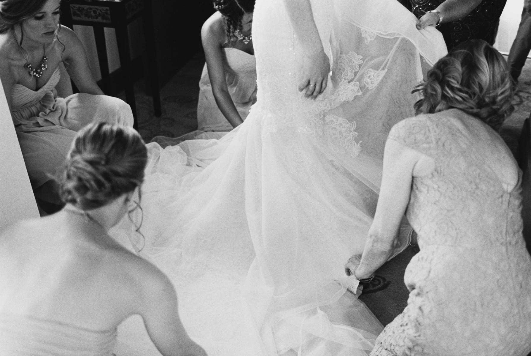 Bridesmaids helping with the gown at Arbor Crest Winery photographed by Spokane Wedding Photographer Anna Peters
