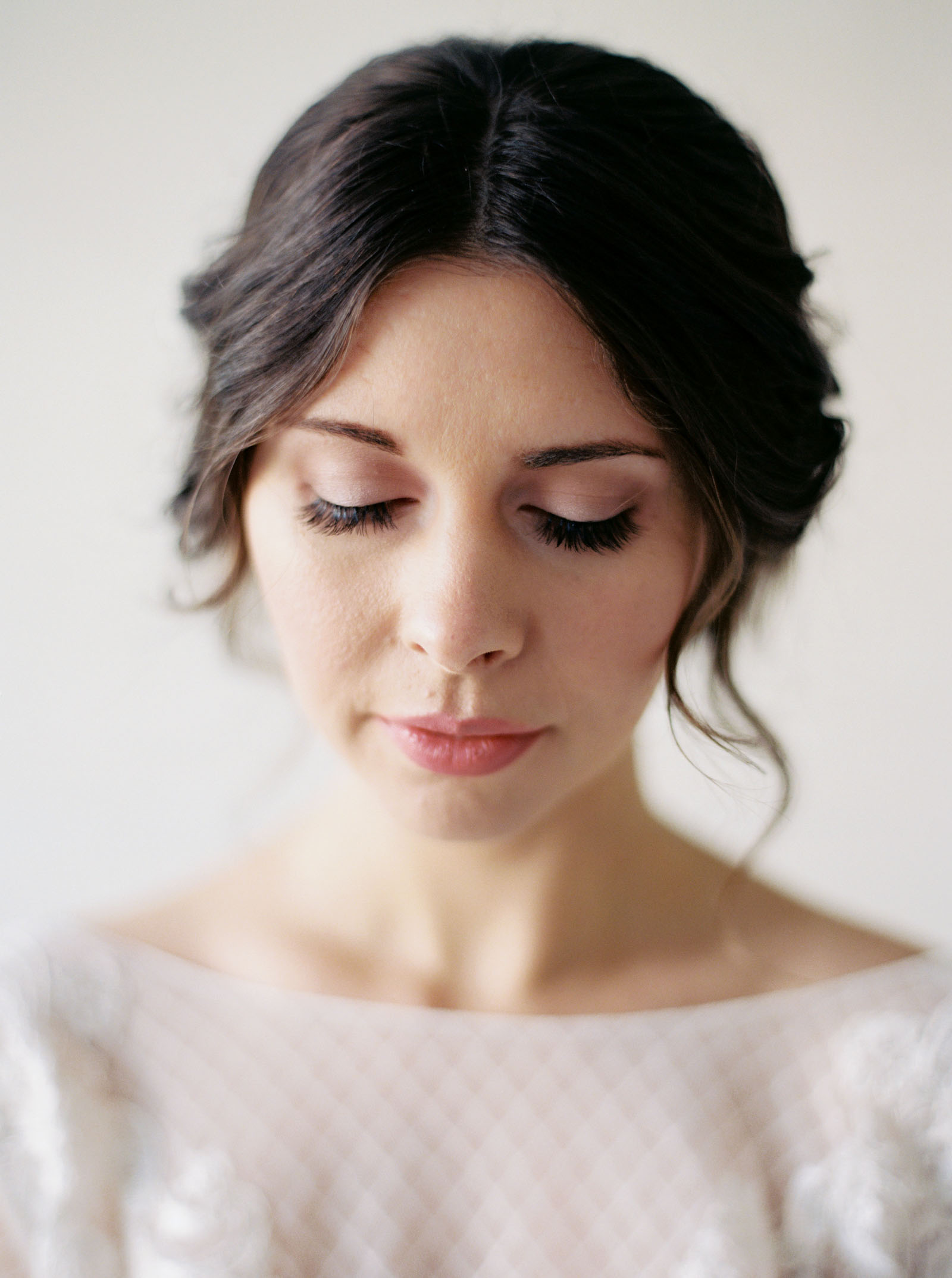 Romantic and modern bridal style captured by top Seattle Wedding Photographer Anna Peters