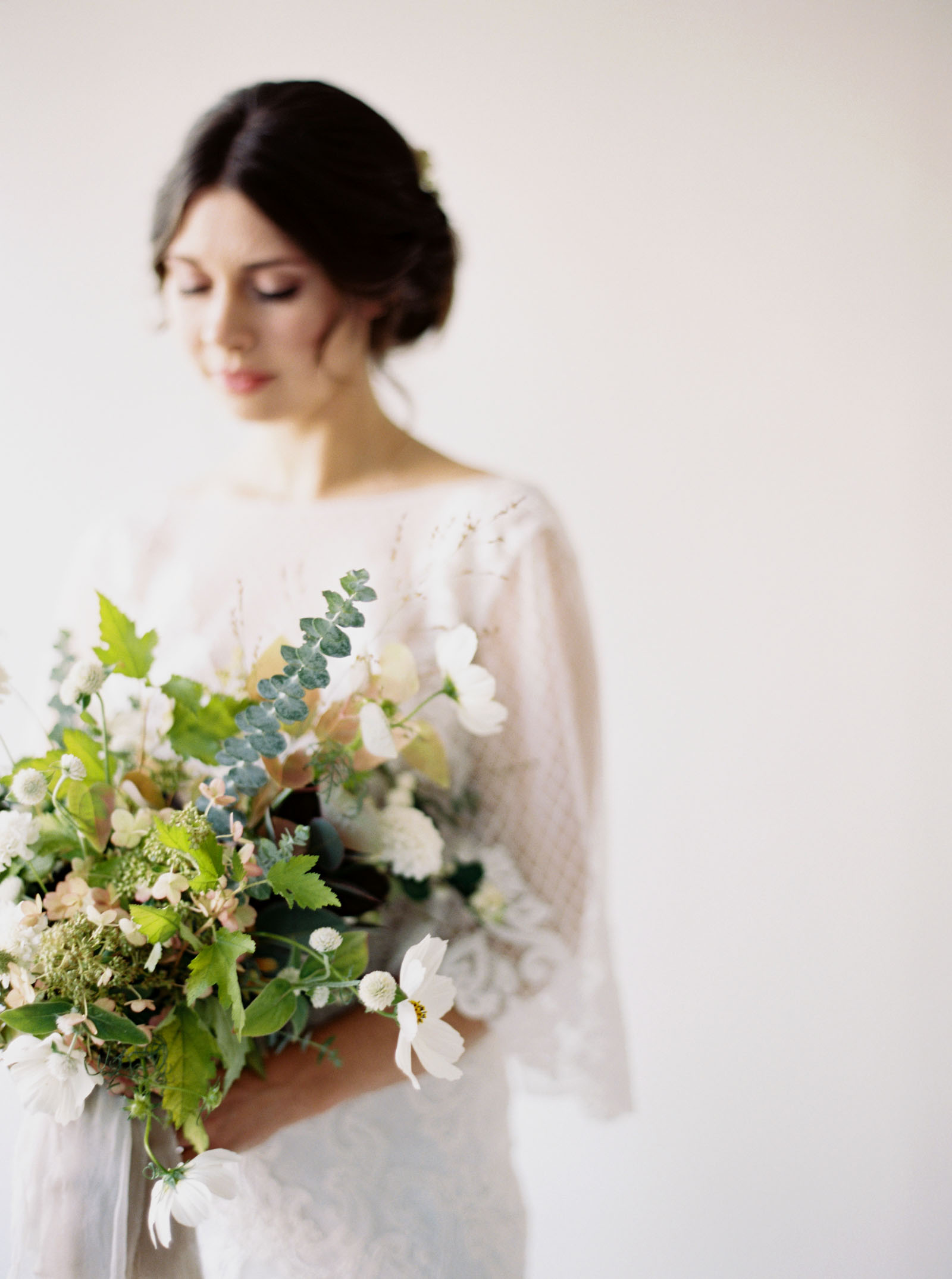Garden style bridal flowers captured by Washington wedding photographer Anna Peters