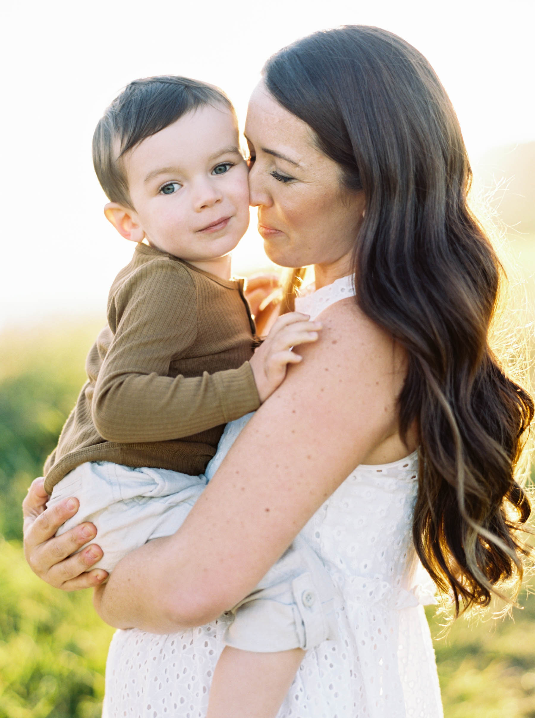 Sun-drenched portraits of mom and son by top Seattle wedding photographer Anna Peters