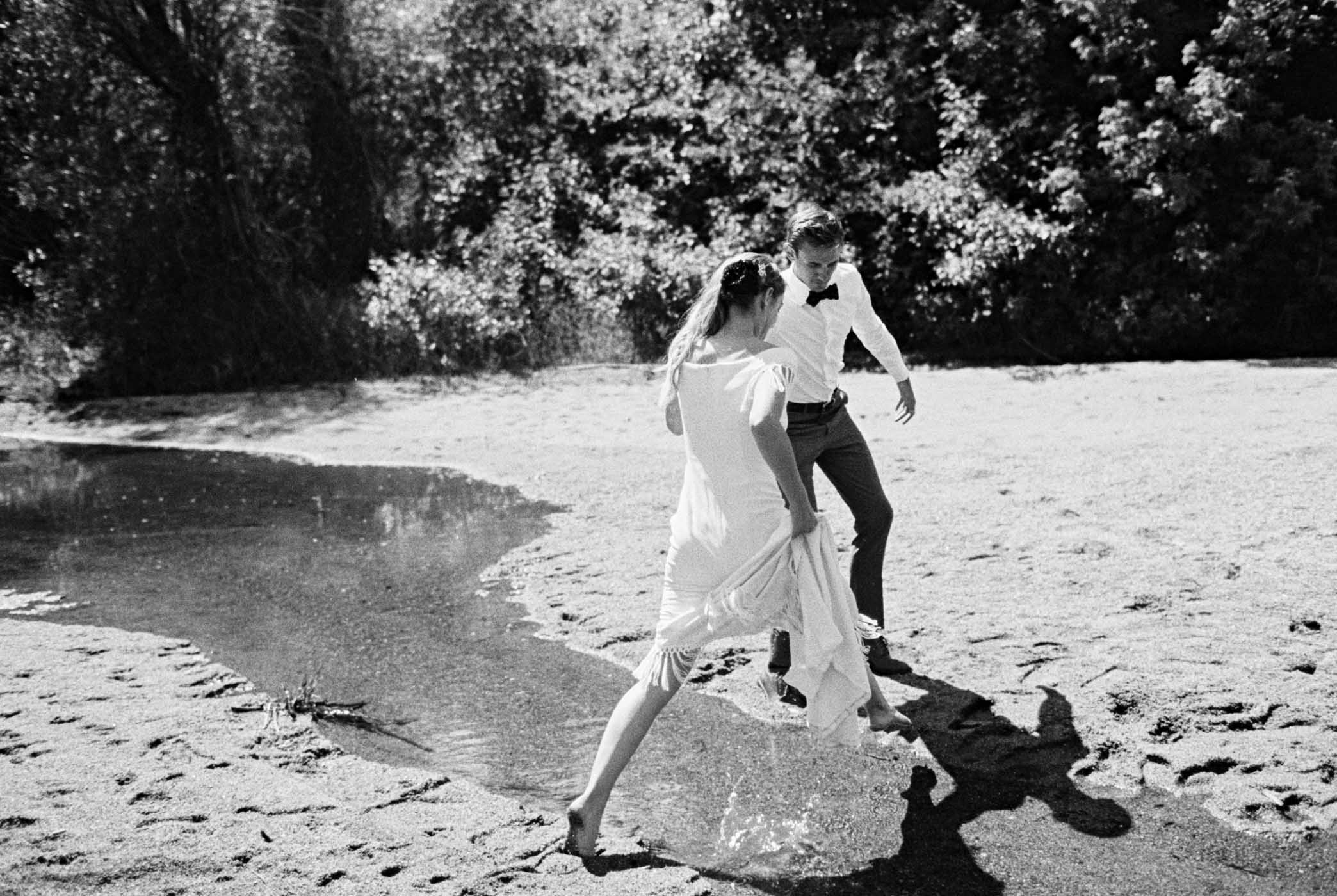 Candid moments at an adventurous Leavenworth wedding
