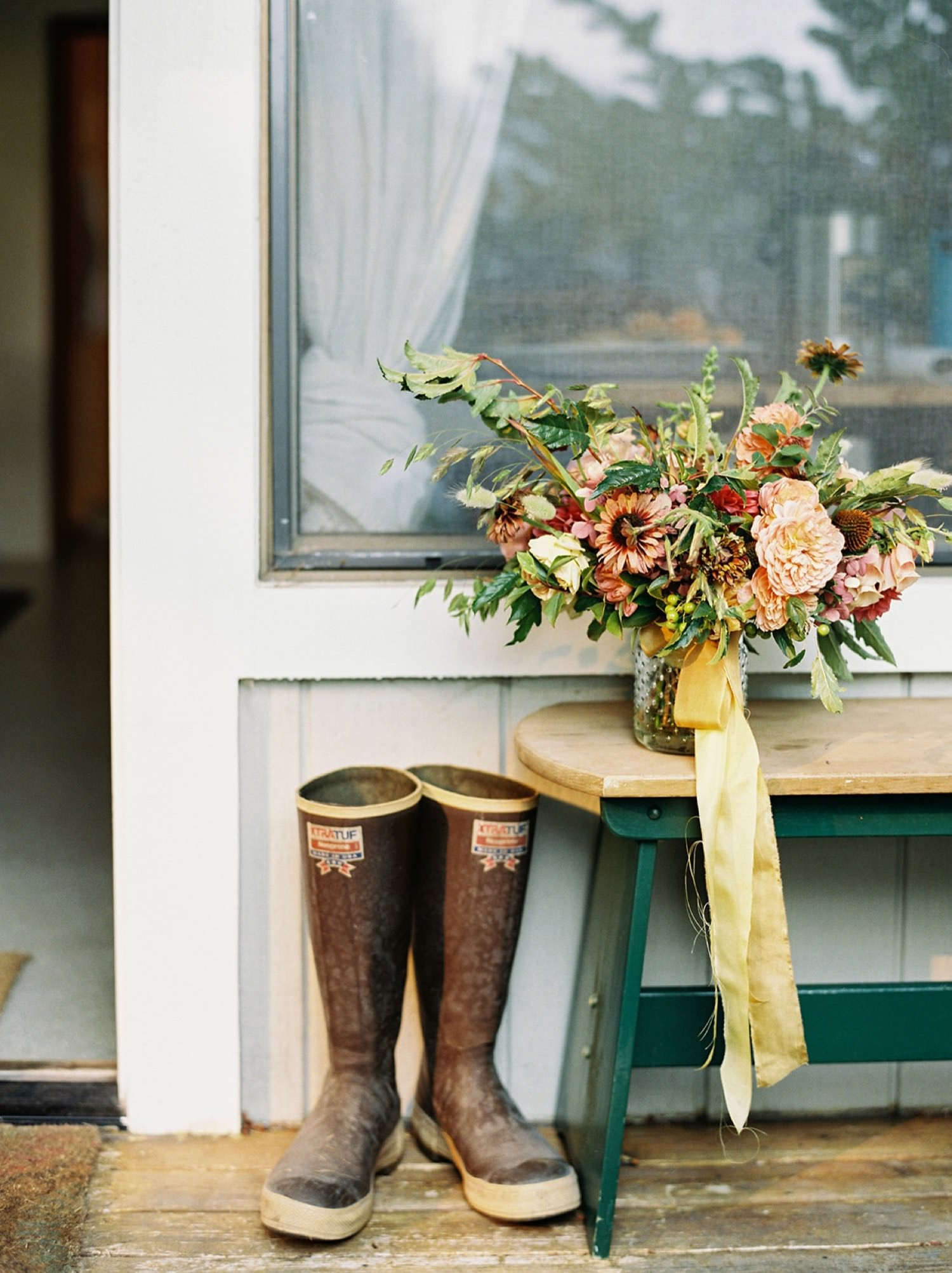 A romantic late summer bouquet by Botanique Floral captured by Seattle Wedding Photographer Anna Peters
